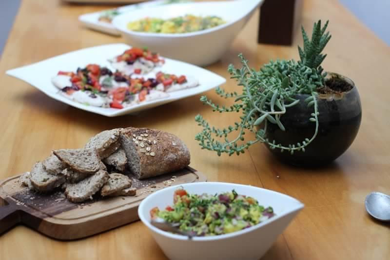 pratos do médicos na cozinha